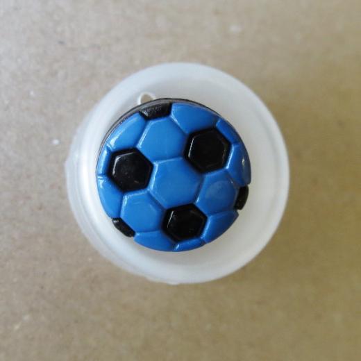 Knopf mit Öse - Fußball