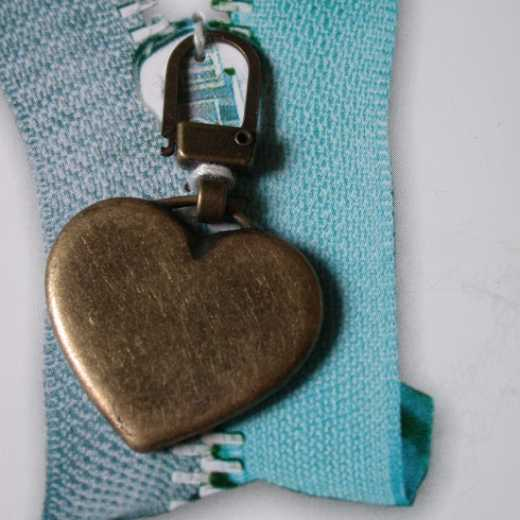 Zipper Pull Heart antique brass