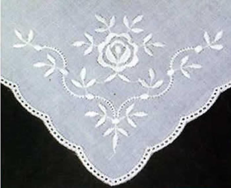 6 weiße Taschentücher zum Umhäkeln - gebogene Kante
