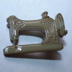 Knopf mit Öse - Nähmaschine - farbig